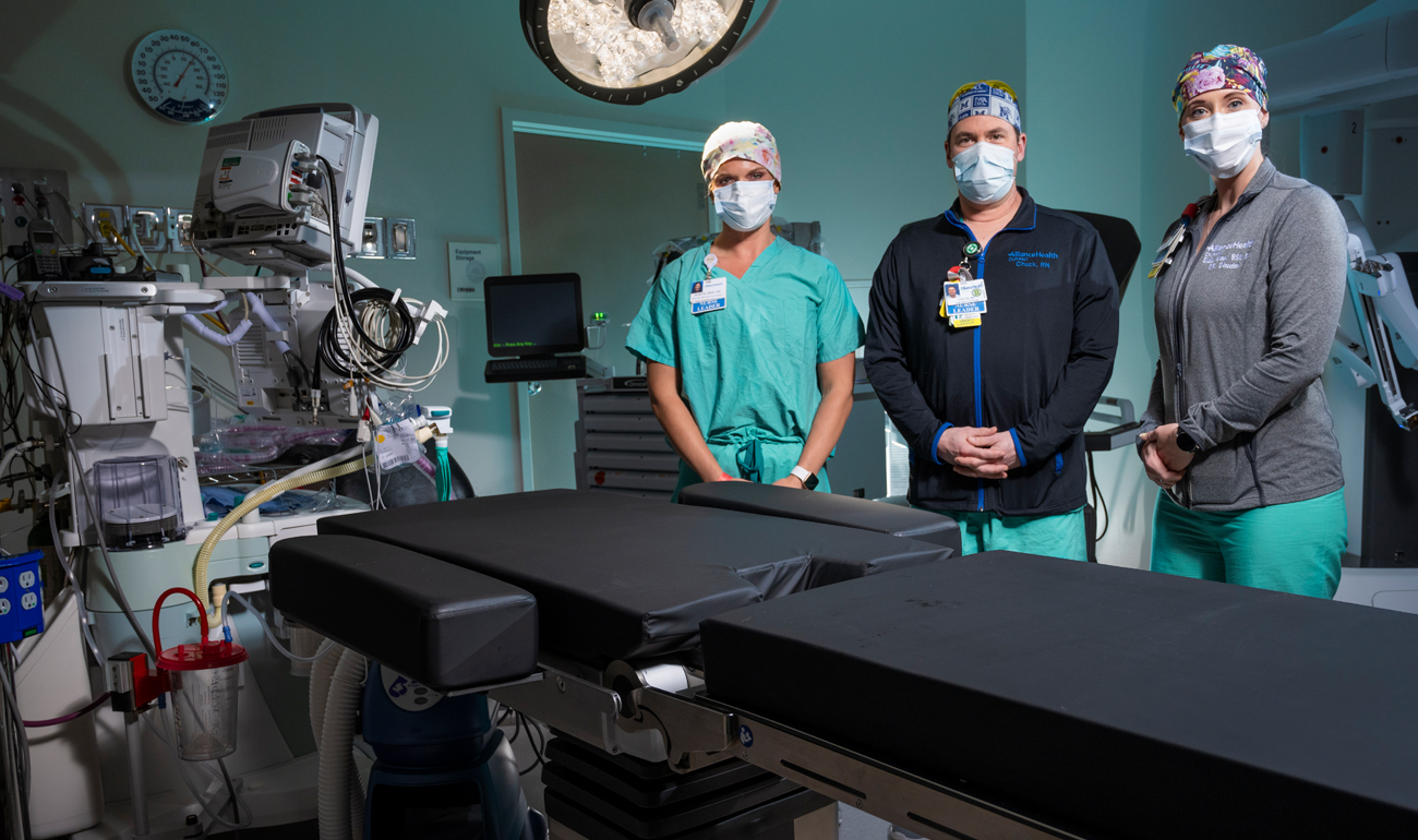 Alliance Health doctors posing in operating room